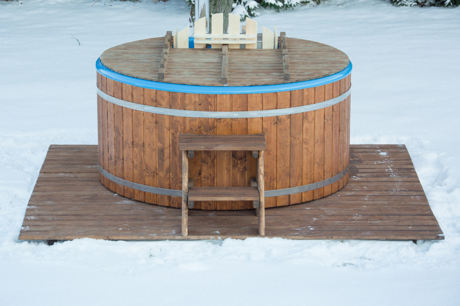 Deluxe wood fired fiberglass round hot tub